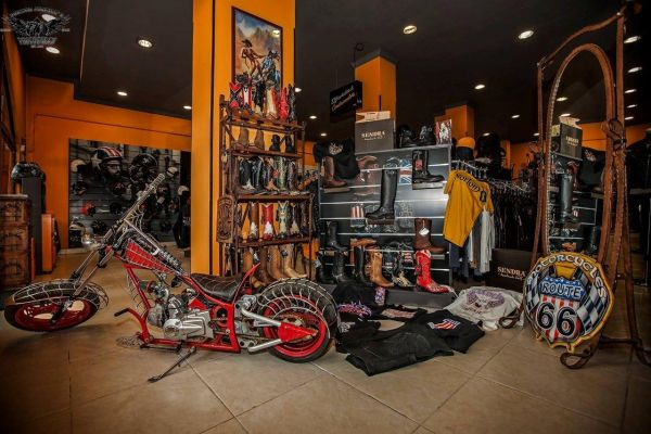 rocker-moto8DED1EB0-DE7D-17A4-4D8F-A67344586F2E.jpg
